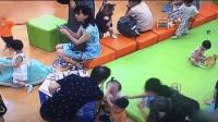 两孩子抢玩具起争执 男孩家长猛推女孩脸