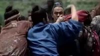 农民儿子为了保护自己的父亲不受伤害赤手空拳就跟别人打了