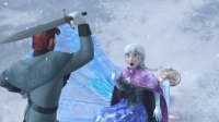 冰雪奇缘:眼看着王子拿剑挥向艾莎,安娜挺身而出,为她挡下一剑