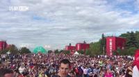 拍客世界杯: 占座! 俄罗斯球迷提前四小时涌入球迷广场