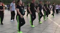 广场舞鬼步舞《雪山姑娘》, 哥哥姐姐跳的真好看!