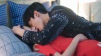 《甜蜜暴击》关晓彤被鹿晗偷吻 害羞捂嘴 深情对视亲密