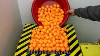 1000颗乒乓球扔进粉碎机, 会像放鞭炮一样吗? 这场面太过瘾了