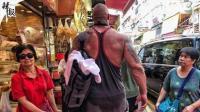 野生巨石强森现身香港街头