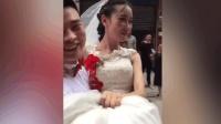 新郎公主抱新娘不慎绊倒一起跌入大门
