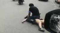女子遭男子骑身上掐脖 整个过程无人上前制止