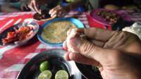龙虾海滩烧烤! 肯尼亚马林迪的独特的肯尼亚街头小吃