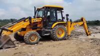 JCB挖掘机挖泥砾石装载拖拉机, 比起履带挖掘机稳很多!