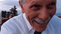 老爷爷拍孙子求婚却错用了前置镜头