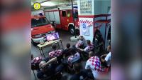 终场结束前,警铃响了,克罗地亚消防员的反应令人敬佩,真英雄!
