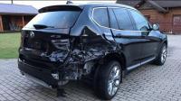 一辆严重撞毁的宝马X3, 国外维修工一番打磨后, 转眼就成了辆新车
