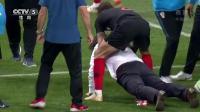 你能想到克罗地亚击败英格兰后有多激动吗? 弗尔萨利科竟然把主教练放倒后骑在身上庆祝