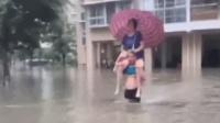 真汉子!洪水袭来 他让老婆骑在脖子上趟水逃命