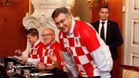 集体打call 克罗地亚政府官员全体穿国家队服