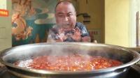 重庆最辣火锅本地人都受不了! 滚滚红油香气扑鼻, 让人直咽口水!