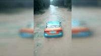 台风暴雨天气请注意行车安全