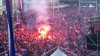 烟火持续弥漫 赛后两小时克罗地亚国内球迷仍狂欢