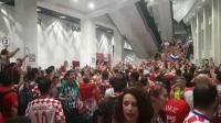 助威氛围太棒!赛后克罗地亚球迷持续卖力庆祝