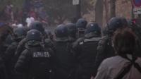 暴力不属于足球!巴黎街头球迷与防暴警察发生冲突