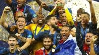 世界杯:法国夺冠球迷太激动 防暴警察都被逼退