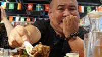 重庆最火爆烧烤店! 风靡网络的烤脑花滑腻糊嘴, 服务竟比味道好?
