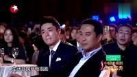霍建华刚下台, 靳东就上台颁奖, 杨澜花痴了: 男神一个又一个的出现!