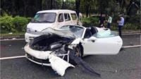 深圳法拉利跑车与面包车相撞