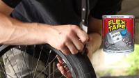 老外为测试网红补胎胶带质量直接戳破车胎? 看结果你觉得值吗?