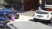 3岁男童家门口玩耍 遭保时捷女司机两次碾压身亡
