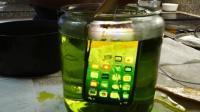 苹果X手机在糖水中放7个星期,手机会发生什么?多了一副手机壳