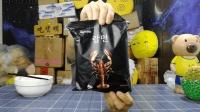 试吃韩国龙虾泡面, 三十块钱一包, 真有一袋子的龙虾肉
