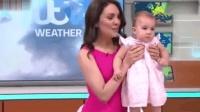英国女主播带娃播天气 家庭事业两不误