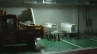 小区车库停40口棺材 居民: 晚上经过好吓人