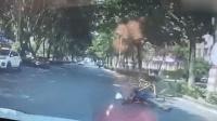 共享单车前轮突变形 男子栽倒险被撞