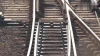近距离观看火车道岔工作过程, 火车改变轨道靠它!
