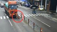 女子为救狗遭车祸 下肢被大货车碾压