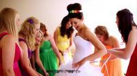 这个外国姑娘的彩虹婚礼,看起来让人赏心悦目!