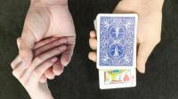 教你如何用一个简单魔术牵到女生的手?