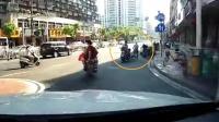 女子骑车逆行撞倒路人 稍作停留后当场逃逸