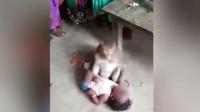 """现场: 专偷婴儿? 印度现""""猴子人贩子"""""""