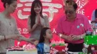 八卦:李小璐携甜馨为爸爸庆生 不见贾乃亮