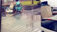 监拍货车货物滑落砸扁轿车 女司机当场身亡