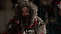 《最后一个男人》穿着吉利服站在圣诞树前, 大家根本看不出来