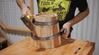 大叔捡几块木料, 在工作室制作木桶, 网友: 成品没漏水我就放心了