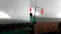 沧州海面出现巨型龙卷风 路人直呼: 快跑