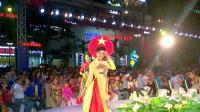 太养眼了! 实拍越南女人在街边表演, 身材很好, 美不胜收!