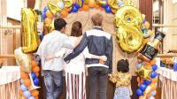 八卦:张丹峰晒全家人背影 为继子庆祝生日
