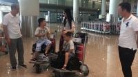 现场:《延禧攻略》纯妃机场温柔哄双胞胎儿子