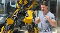 "WWE约翰塞纳在中国银川街头""活捉""一只大黄蜂"