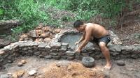 生存哥徒手建造野猪圈(第一集)地坪和猪粪池修建完成